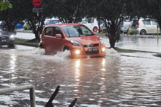 Beberapa kawasan di Shah Alam banjir kilat