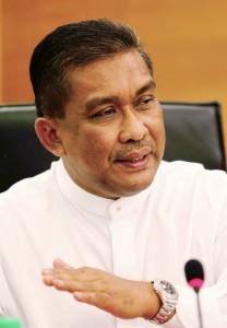 KOTA BHARU 23 February 2015. ( KBM815L / KBB912M / KBE061C ) Ahli Parlimen Kota Bharu yang juga Penolong Setiausaha Agung PAS Pusat Datuk Takiyuddin Hassan (tengah) menjelaskan mengenai hukum hudud pada sesi penjelasan hukum hudud kepada media Kelantan di Hotel Perdana Kota Bharu. NSTP/Syamsi Suhaimi