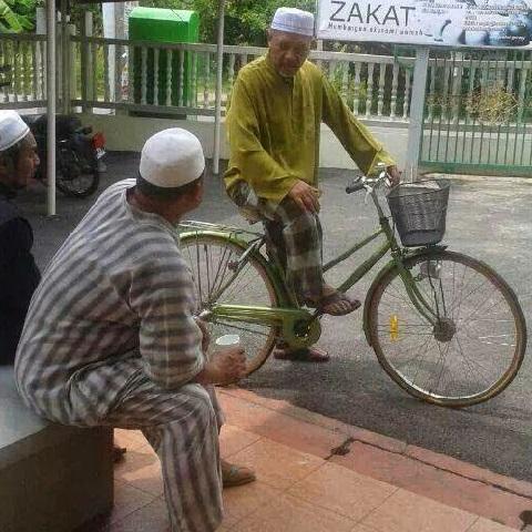 Image result for ustaz ahmad yaakob berbasikal ke masjid