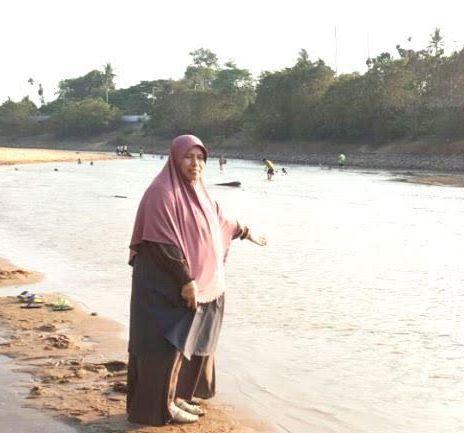 Sungai Golok cetek, jalan kaki ke sempadan Thailand