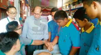 Pelajar Kelantan menabung RM30j