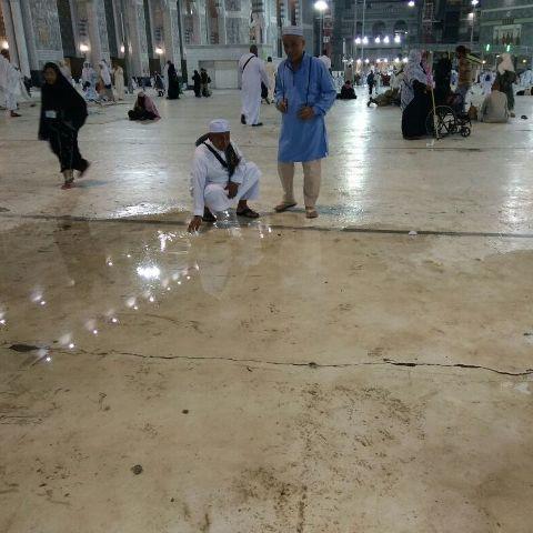 Malam tadi hujan turun membasahi bumi yang terletak al-Haram