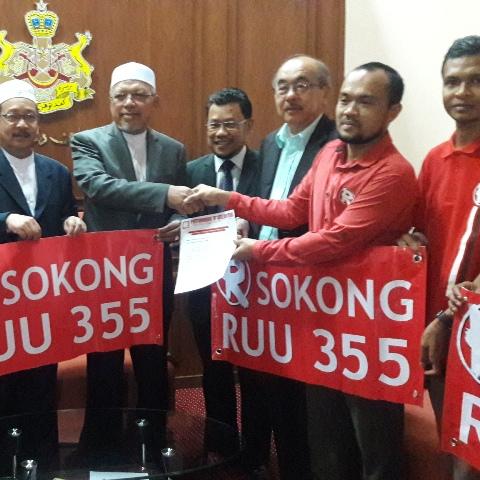 Menteri Besar, Ustaz Datuk Ahmad Yakob melahirkan rasa bangga terhadap badan bukan kerajaan (Ngo) Royalti kerana perihatin terhadap Rang Undang-Undang (RUU) Akta 355