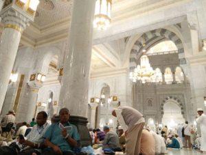 Jemaah haji solat di bangunan Masjidilharam yang baharu