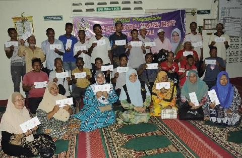 Kerajaan Kelantan menyampaikan sumbangan kepada 300 mangsa ribut melalui bantuan segera sebaik sahaja mengetahui kejadian itu