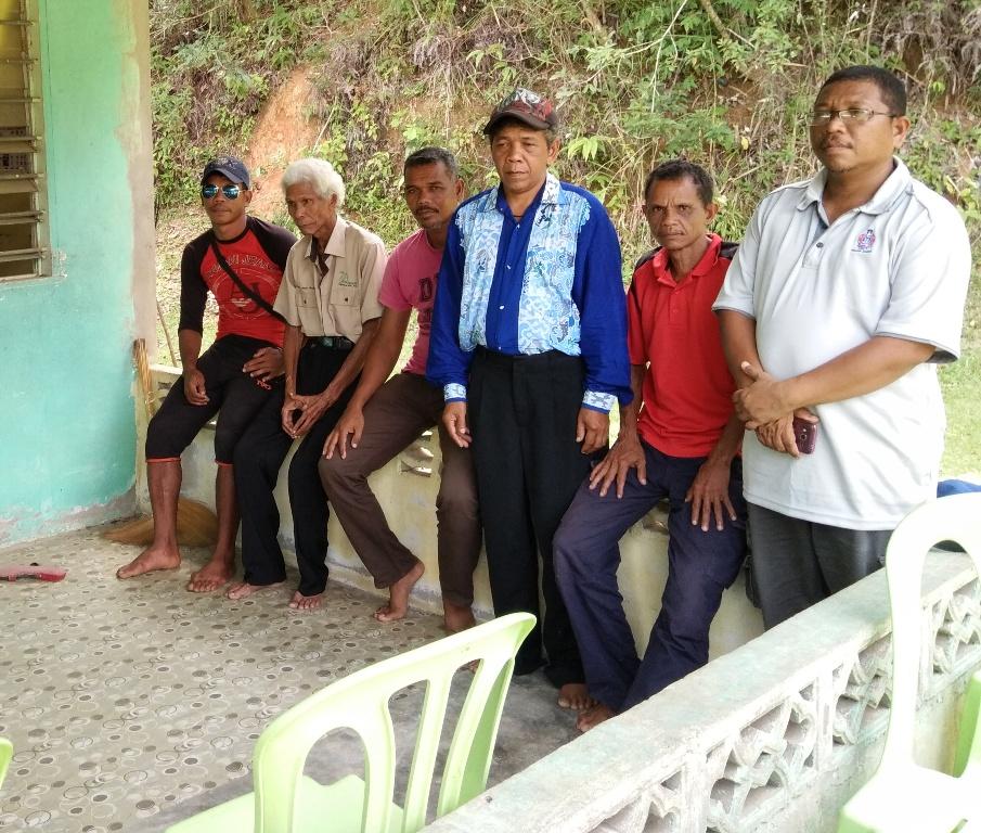 Jumak Abak bersama komuniti Orang Asli di Gua Musang.