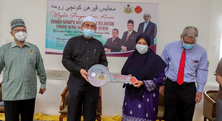 Majlis penyerahan kunci rumah mampu milik berharga RM65,000.00