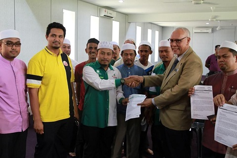 PASIR MAS: Belum pun mempunyai kuasa mentadbir negeri namun Umno semakin galak menganjurkan program hiburan sehingga melanggar peraturan ditetapkan kerajaan negeri