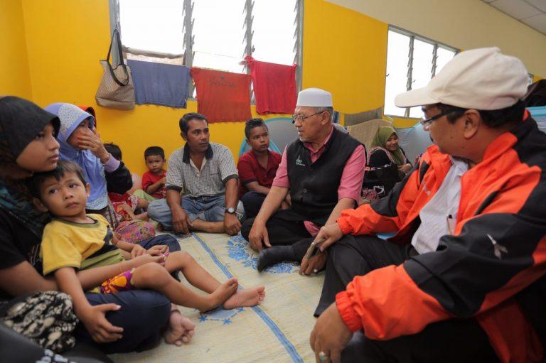 MB lawat mangsa banjir